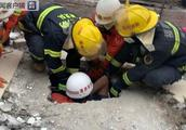福建福州一幢自建民房倒塌 7人被困已救出2人