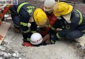 福建福州一自建民房倒塌 7人被困已救出2人