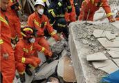福建福州一幢自建民房倒塌 被困8人已全部救出