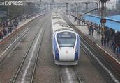 印度首辆国产高铁运营第二天抛锚,称可能撞上牛群导致损坏