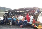 玻利维亚发生巴士货车相撞事故 已致24死15伤