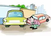 不满邻居车辆在其门口乱停,赛岐男子持刀划破5个轮胎!