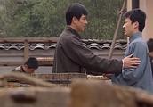 振刚发现陈师傅偷工减料,还掏钱帮助苦难的员工,苗老爷很欣慰!