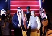 莫迪打破常规亲自为沙特王储接机,印沙将建立战略伙伴关系