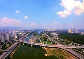 我们研究了10年的城镇化数据,发现这2个城市还有投资红利!