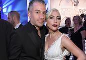 """Lady Gaga因""""感情不和""""取消婚约"""