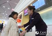 哈尔滨机场迎来无陪儿童返程高峰