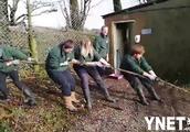 鼓励未成年和狮子老虎拔河 普利茅斯动物园推出体验项目遭炮轰