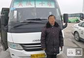 61岁老司机冒充弟弟开客车,坚称才41岁,称显老因开车操心