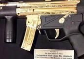 沙特王储在巴基斯坦被赠黄金冲锋枪