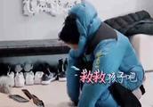 汪峰送章子怡连体羽绒服 粉丝:看懵了!