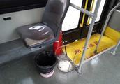上海试点公交车取消垃圾桶 网友:感冒和晕车人群怎么办?
