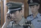 保安打女人的电话,谁知竟从金库发生响声,警察立马救出女人!