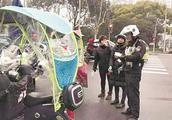上海电瓶车非法装雨篷将被扣留并强制拆除