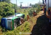 马来西亚载中国游客大巴翻覆4人受伤 我驻当地领事馆回应