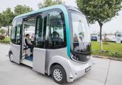 """国内首款纯电动无人驾驶车""""蓝鲸号""""将于今年11月上市"""