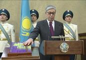 哈萨克斯坦新总统就职,建议首都更名