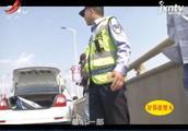 南昌:发生车祸车旁协商 又遇二次事故两人身亡