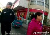 男子大白天当街抢夺手机!半小时不到就被特警抓获