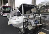 上海闵浦大桥发生15车连环相撞,现场无法通行!