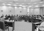 """昨天鲁家村党委书记走上杭电讲台""""村里的故事""""让大学生深受启发"""