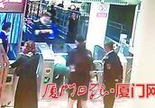 强闯鼓浪屿钢琴码头还打人 醉酒女子因涉嫌妨碍公务罪被刑拘