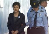 腰椎间盘太疼了!朴槿惠被关2年后主动向检方申请获释