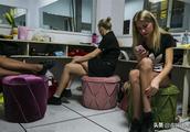 实拍在中国务工的东欧姑娘,她们最头痛的是同一个问题!