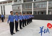"""深圳发布《城管执法人员十不准》欢迎举报""""吃拿卡要"""""""