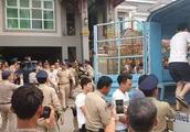 中柬加强联合执法力度!54名中国人涉非法网络赌博在柬被捕