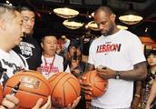 什么?算上哈登NBA有三位现役MVP是左撇子?