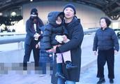 """2019年2月16日,北京,姚晨一家人机场,""""儿女双全""""超幸福"""