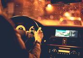 """夜间开车老司机总说""""走灰不走黑"""",到底是什么意思?"""