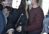 赵薇活动现场坐黄晓明和Angelababy之间又出谣言,网友:真不和?
