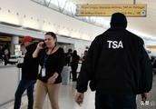 美国机场不发薪水,安检出大事:乘客一不小心,带枪登上飞机