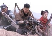 冒牌英雄:妹子简直神枪手啊!隔着一座山,居然还能射中敌人!