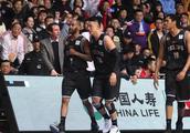北京外援遭上海球迷辱骂,比赛中提前退场,上海赛区或遭篮协重罚