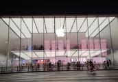 杭州的苹果西湖店,建筑超有特色,全玻璃的!