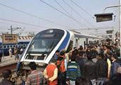 印度首辆高铁开通,速度不到中国高铁一半,开通第二天就抛锚了!
