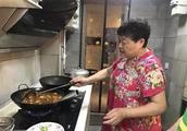 皮酥里嫩奶奶一招用了30年,怎么才能不溅油、不开裂?炸汤圆,