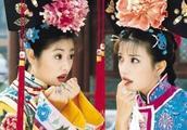 昔日姐妹差距太大!赵薇海南电影节台上热聊,范冰冰却街头吃火锅
