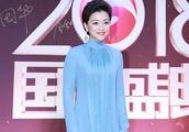 50岁杨澜一袭水蓝色长裙,化身优雅女神!果然,气质是模仿不来的