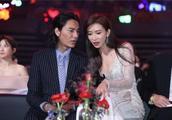 45岁性感女神林志玲坐旁边,刘烨却不敢看,网友:难为你了!