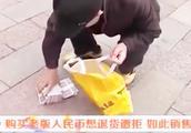 老人千元买五百老版人名币 想退货退款遭拒 如此销售合法吗?