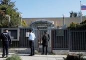 深夜,一颗手雷飞进俄使馆!警方迅速封锁现场,任何人都不准进出
