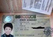 邓亚萍晒护照回应国籍争议:我和儿子一直是中国籍
