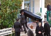 """""""老佛爷""""葬礼巴黎低调举行,安娜温图尔送行,11岁教子亮相"""