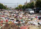 垃圾占路,居民出入受阻,小王庄镇政府:已纳入整修计划进行清理