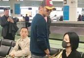 网友偶遇王菲谢霆锋,朴素打扮十分亲民!但网友评论却成两个极端