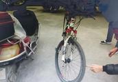 绵竹一男子骑自行车撞人 原地停留30秒后居然跑了